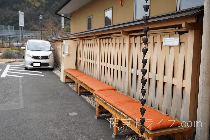 小田原うなぎ「友栄」の店外待ちスペース1