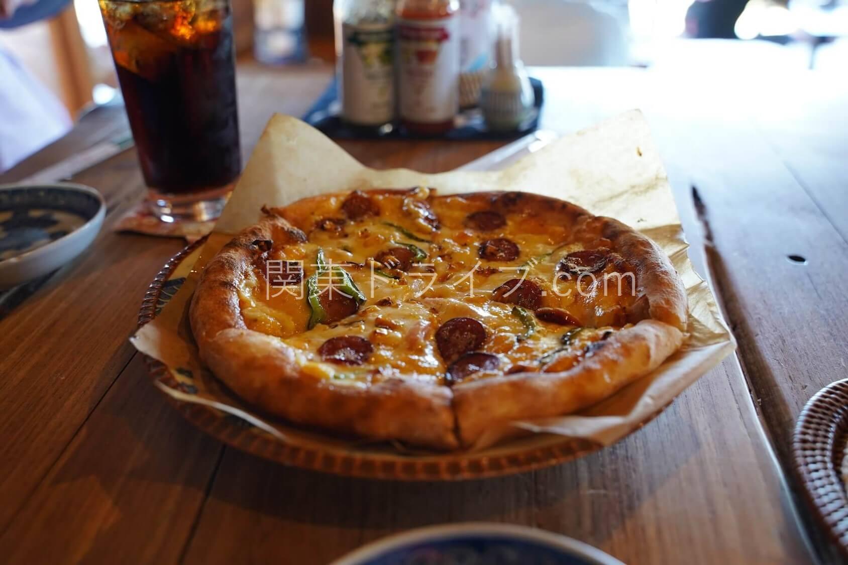 沖縄の絶景ピザ喫茶「花人逢」の料理1