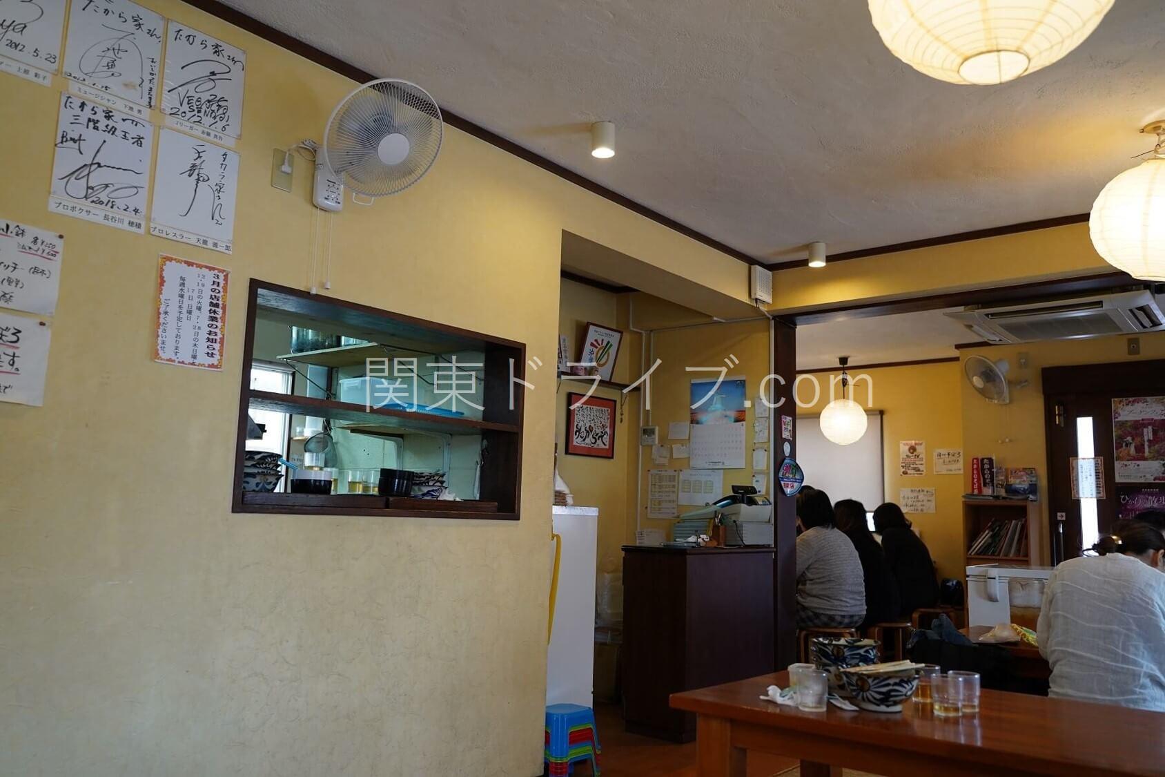 沖縄そば「たから家」の内観